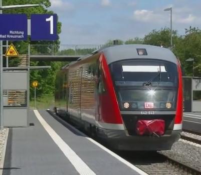 Haltepunkt Bretzenheim mit Triebwagen der DB
